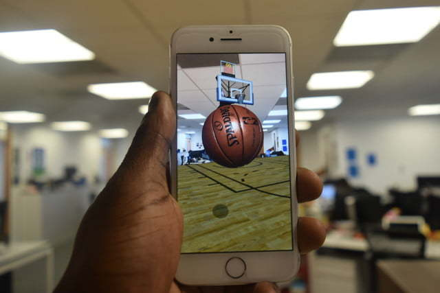 Review: the NBA new push AR mobile shooting game, you can throw three points in the sitting room